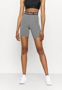 Nike Performance - SHORT HI RISE - Legging - smoke grey/black - 0