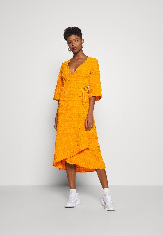 AMANDA DRESS - Vardagsklänning - orange