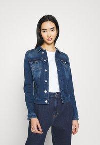 Tommy Jeans - VIVIANNE SLIM TRUCKER - Denim jacket - denim - 0
