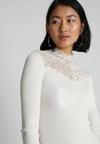 Rosemunde - SILK-MIX T-SHIRT WITH LACE - Topper langermet - ivory - 5