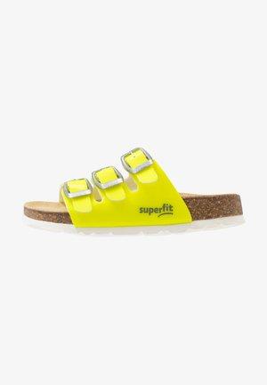 FUSSBETTPANTOFFEL - Pantofole - gelb
