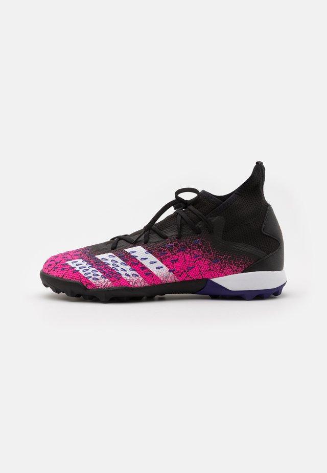 PREDATOR FREAK .3 TF - Voetbalschoenen voor kunstgras - core black/footwear white/shock pink
