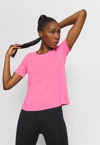 Nike Performance - CITY SLEEK - Camiseta estampada - pink glow/silver - 3