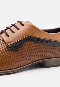 Bugatti - MORINO - Šněrovací boty - cognac/sand - 5