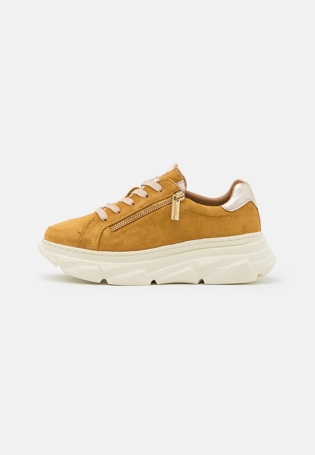 NAVA - Sneakers basse - yellow/metallics