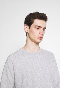 NN07 - ROBIN CREW - Sweatshirt - light grey melange - 4