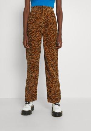 LEOPARD MODERN BOYFRIEND - Pantalon classique - light brown