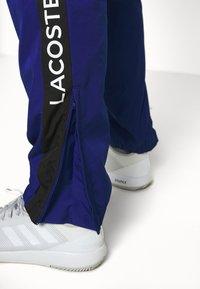 Lacoste Sport - TENNIS PANT - Spodnie treningowe - cosmic/greenfinch/white/black - 3