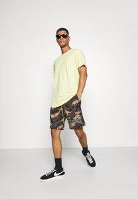 Mennace - CAMO PULL ON - Shorts - khaki - 1