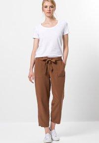 zero - Trousers - almond - 1