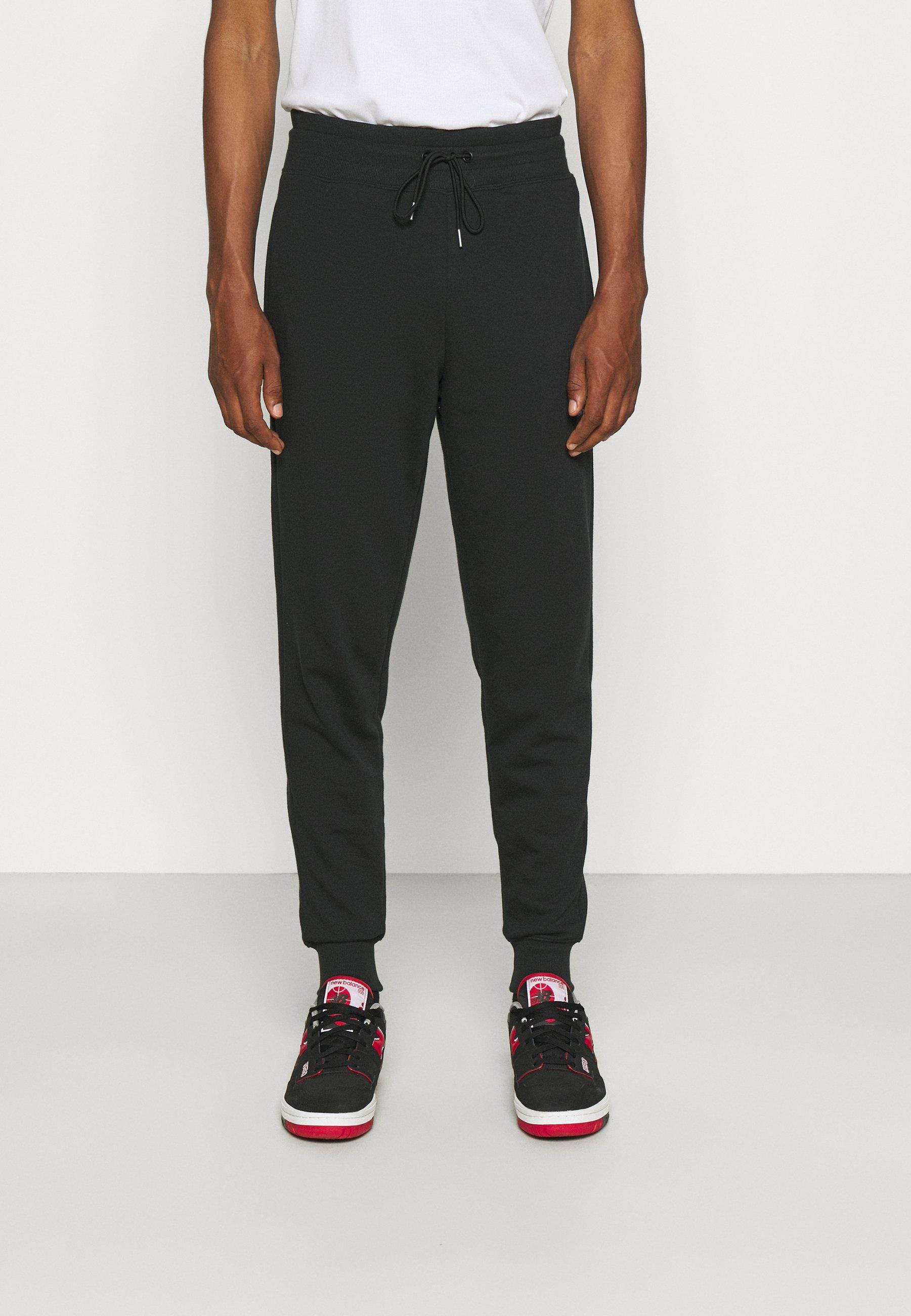 Homme ESSENTIALS EMBRIODERED PANT - Pantalon de survêtement