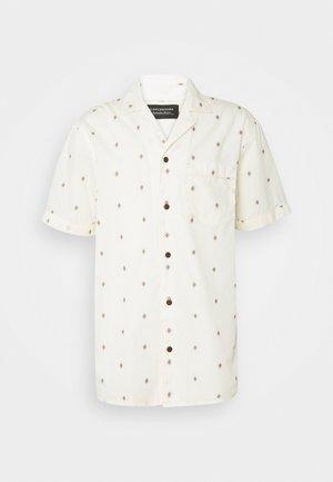 SHORTSLEEVE WITH HAWAIIAN COLLAR - Shirt - beige/salmon