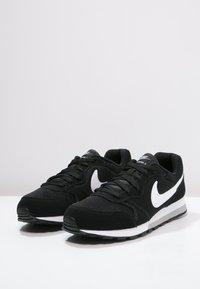 Nike Sportswear - MD RUNNER 2 - Trainers - schwarz - 2