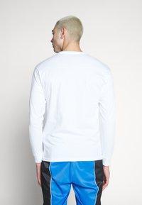 Vans - CHERRIES  - Langarmshirt - white - 2