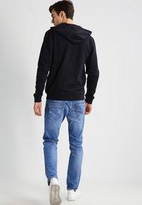 Blend - REGULAR FIT - Zip-up hoodie - black - 2