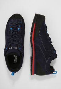 Millet - FRICTION GTX - Hiking shoes - saphir/rouge - 1