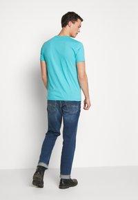 GANT - THE ORIGINAL SLIM V NECK - Camiseta básica - light aqua - 2