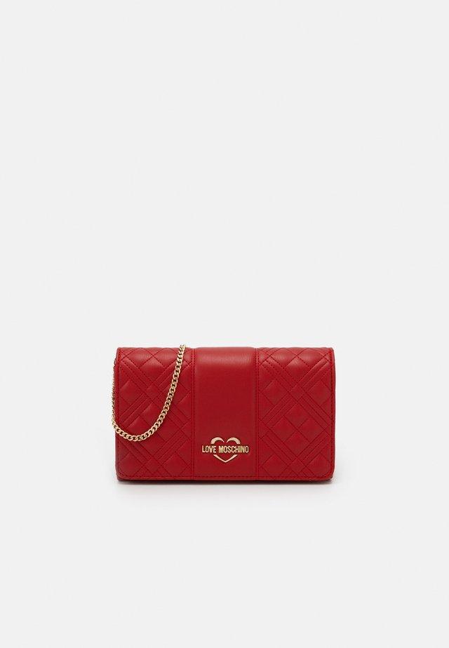 EVENING BAG - Across body bag - red