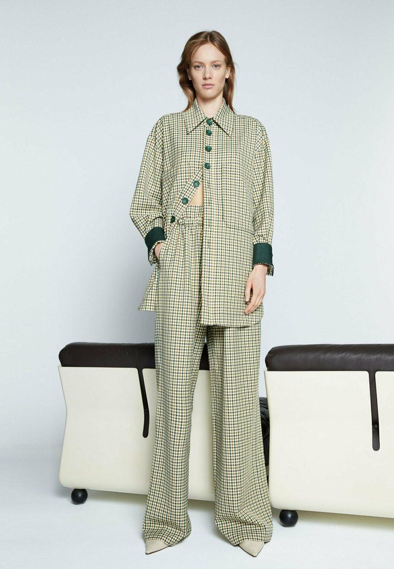 Uterqüe - Trousers - green