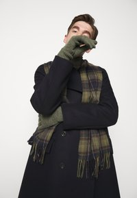 Barbour - TARTAN SCARF AND GLOVE GIFT SET UNISEX - Scarf - classic/olive - 1