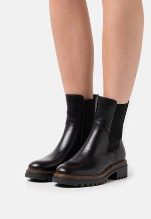 LEATHER - Kotníkové boty na platformě - black
