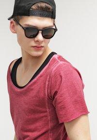 Urban Classics - Basic T-shirt - burgundy - 3