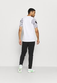 Nike Performance - PARIS ST. GERMAIN PANT - Pantaloni sportivi - black/arctic punch - 2