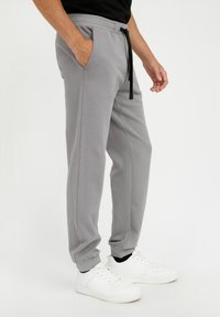 Finn Flare - Tracksuit bottoms - grey - 2