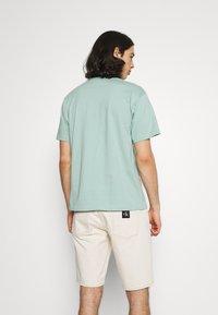adidas Originals - SURREAL SUMMER - T-shirt imprimé - hazy green - 2