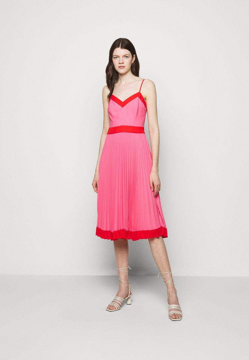 Milly - JILL PLEAT POLY DOBBY DRESS - Korte jurk - watermelon/coral