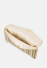 Glamorous - Pochette - gold - 2