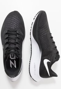 Nike Performance - AIR ZOOM PEGASUS 37 - Obuwie do biegania treningowe - black/white - 1