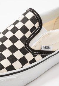 Vans - UA COMFYCUSH SLIP-ON - Slip-ons - white - 5