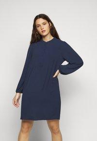 Vero Moda Curve - VMSAGA PLEAT SHORT DRESS  - Day dress - navy blazer - 0