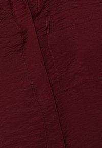 Esprit - IM STREIFEN-LOOK - Button-down blouse - garnet red - 5