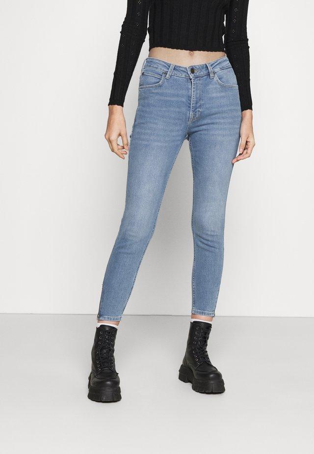 SCARLETT HIGH ZIP - Jeansy Skinny Fit - light lou