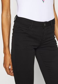 Guess - CURVE  - Trousers - jet black - 3