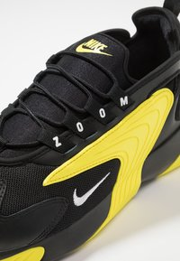Nike Sportswear - ZOOM  - Sneakers - black/white/dynamic yellow - 9