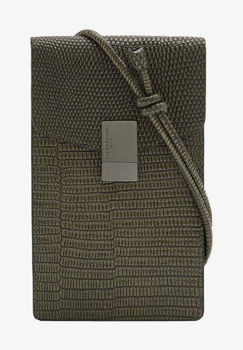 FLARE LIZARD - Phone case - tea leaf/green