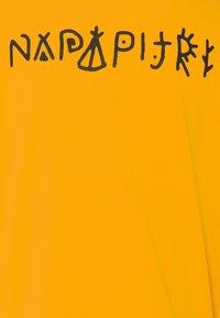Napapijri The Tribe - YOIK UNISEX - T-shirt con stampa - yellow solar - 2