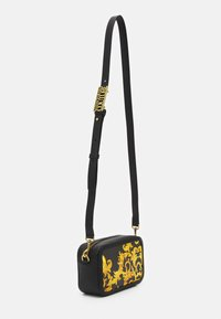 Versace Jeans Couture - LULA CAMERA BAG - Torba na ramię - black - 2