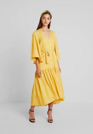 APRILLA - Maxi šaty - misted yellow