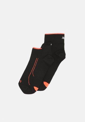 PERFORMANCE RUN SNEAKER QUARTER COMBO 2 PACK UNISEX - Calcetines de deporte - black