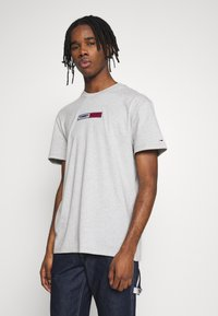 Tommy Jeans - EMBROIDERED LOGO TEE - Print T-shirt - grey - 0