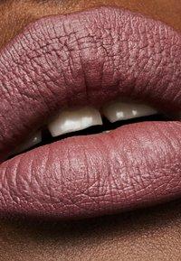 MAC - MATTE LIPSTICK - Lipstick - soar - 3