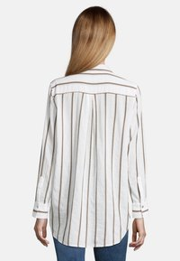 Cartoon - MIT KRAGEN - Button-down blouse - white/grey - 2