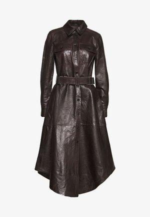 CHARLOTTA - Košilové šaty - braun
