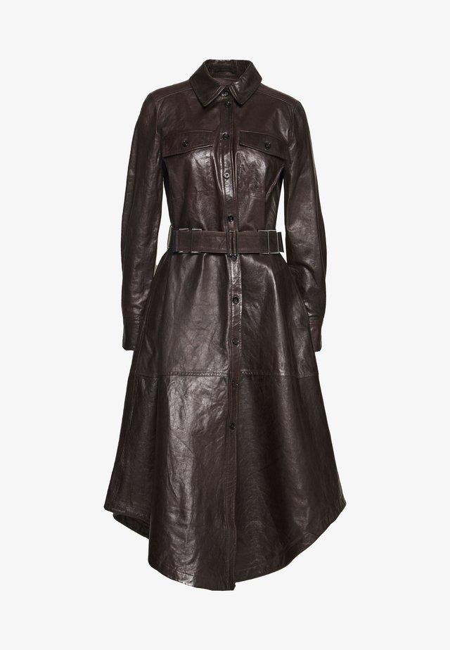 CHARLOTTA - Robe chemise - braun