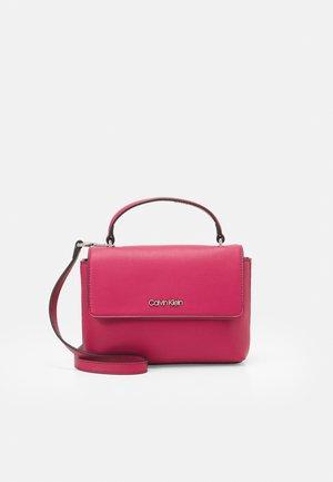 FLAP MINI BAG TOP HANDLE - Handbag - cerise