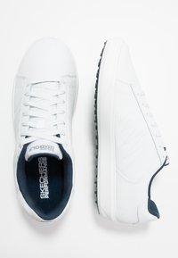Skechers Performance - DRIVE 4 - Golfové boty - white/navy - 1